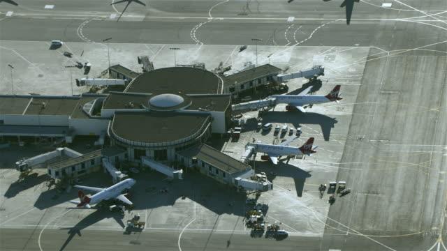 stockvideo's en b-roll-footage met los angeles, california - april 2, 2012: aerial view of terminal 3 at los angeles international airport. - lax airport