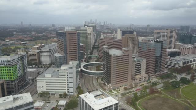 vídeos y material grabado en eventos de stock de aerial view of texas medical center in houston, texas. - edificio médico