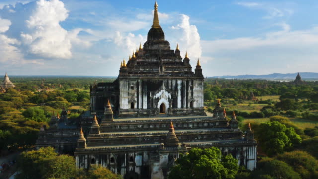 aerial view of thatbyinnyu temples - pagan stock-videos und b-roll-filmmaterial