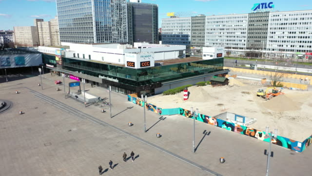 aerial view of the alexanderplatz standing nearly empty following the tightening of measures affecting public life due to the coronavirus on march 22... - unterhaltungsveranstaltung stock-videos und b-roll-filmmaterial