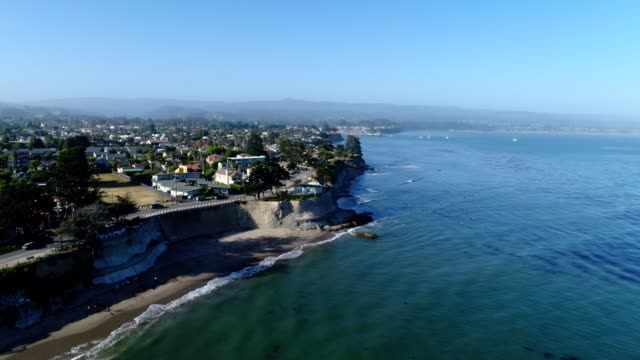 aerial view of the beach cliffs at santa cruz california - カリフォルニア州サンタクルーズ点の映像素材/bロール