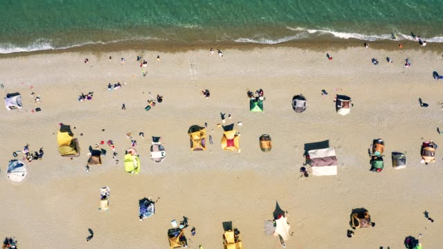 aerial view of the beach on holiday - coreano video stock e b–roll