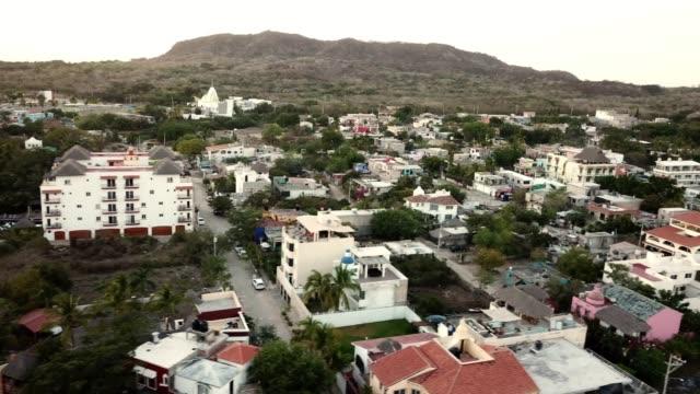 トゥイトの美しい町の広場の上空からの眺め, ハリスコ州, メキシコ - village点の映像素材/bロール