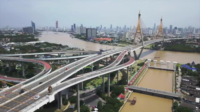 プミポン橋 (バンコク、タイ) の空撮 - クワッドコプター点の映像素材/bロール