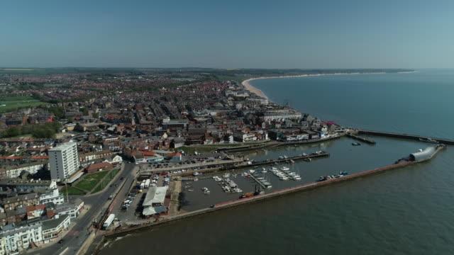 aerial view of the bridlington coast line and sea - bridlington stock-videos und b-roll-filmmaterial