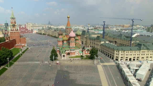 aerial view of the cathedral of vasily the blessed, known as st. basil's cathedral in red square - moscow russia stock-videos und b-roll-filmmaterial