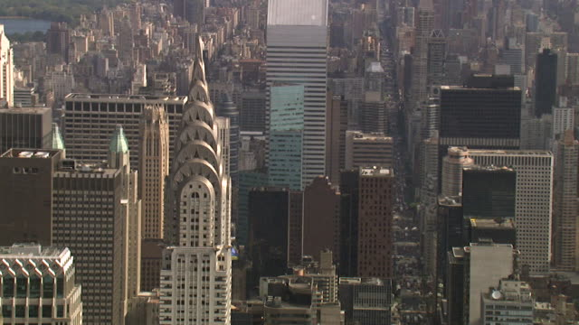luftaufnahme des chrysler building, new york, usa - chrysler building stock-videos und b-roll-filmmaterial