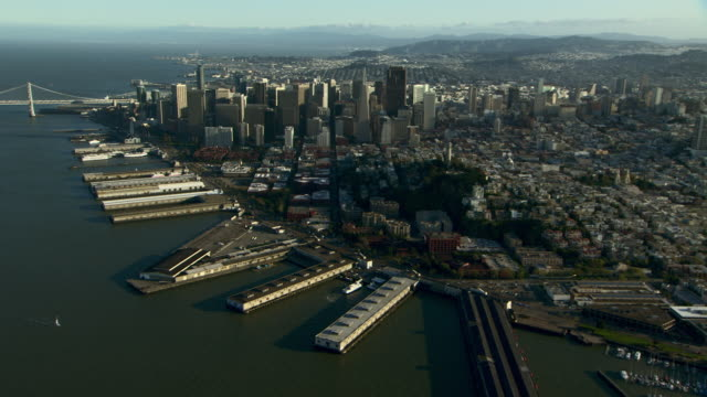 vídeos de stock, filmes e b-roll de aerial view of the city of san francisco with waterfront and piers. - califórnia