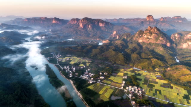 danxia 山 - 時間の経過の航空写真 - 峡谷点の映像素材/bロール