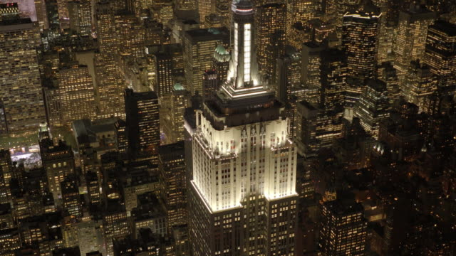 aerial view of the empire state building at night. new york city skyline - empire state building video stock e b–roll