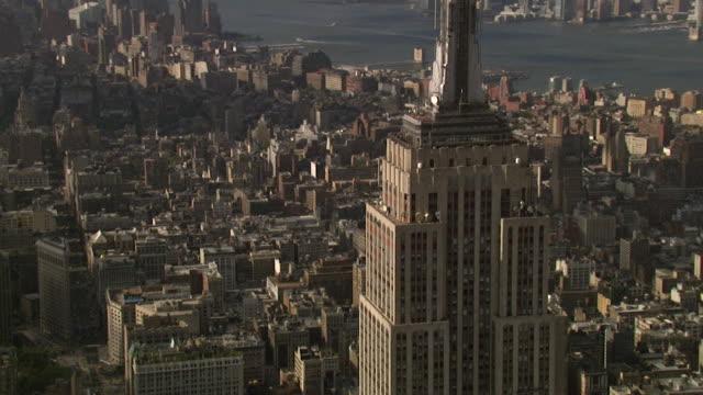エンパイア ・ ステート ・ ビルディング、ニューヨーク、米国の空撮 - エンパイアステートビル点の映像素材/bロール