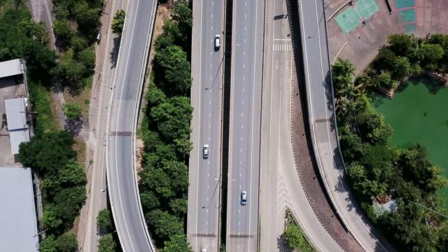 高速道路のジャンクションと交通輸送の航空写真 - 高速道路点の映像素材/bロール
