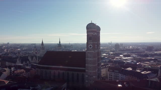 aerial view of the frauenkirche church in munich, germany - wop productions stock-videos und b-roll-filmmaterial