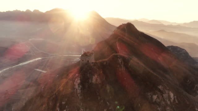 vidéos et rushes de aerial view of the great wall of china - grande muraille de chine