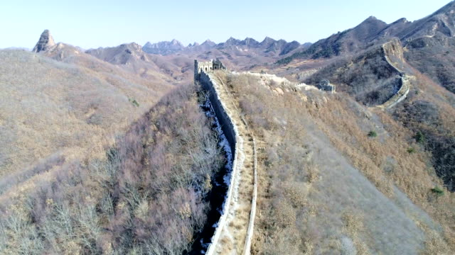vidéos et rushes de aerial view of the great wall - grande muraille de chine