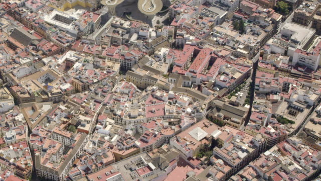 aerial view of the historic center of seville - sonnenschirm stock-videos und b-roll-filmmaterial