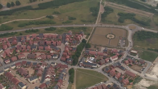 aerial view of the house in amesbury where novichoks poisoning victims dawn sturgess and charlie rowley were found - verbrechensopfer stock-videos und b-roll-filmmaterial
