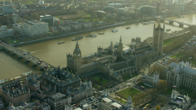vídeos de stock, filmes e b-roll de aerial view of the houses of parliament london - big ben
