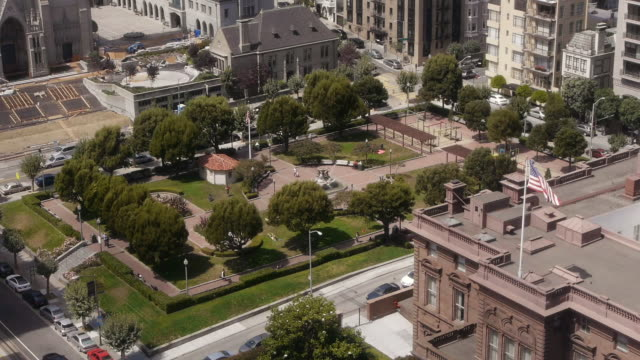 aerial view of the huntington park in nob hill, san francisco - nob hill stock videos & royalty-free footage