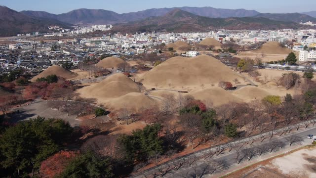 aerial view of the hwangnam daechong (great tomb of hwangnam during the silla kingdom) and the city in gyeongju - gyeongju stock videos & royalty-free footage