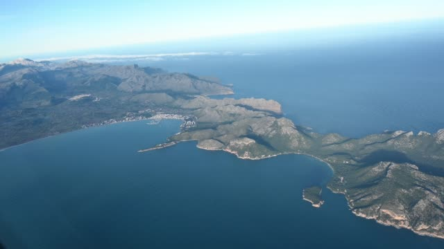aerial view of the island of mallorca, spain. - insel stock-videos und b-roll-filmmaterial