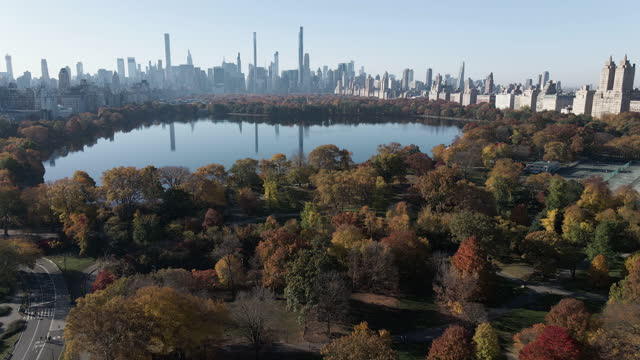 aerial view of the jacqueline kennedy onassis reservoir in central park - manhattan stock videos & royalty-free footage