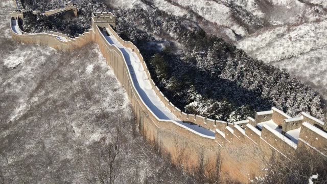 aerial view of the jinshanling great wall after snow on february 15, 2020 in chengde, hebei province of china. - great wall of china stock videos & royalty-free footage