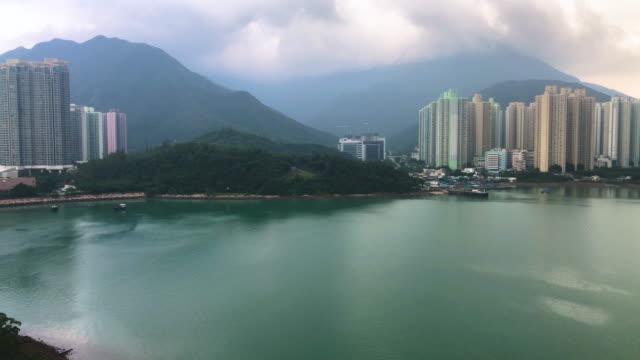 stockvideo's en b-roll-footage met luchtfoto van het stadsbeeld van lantau island in hong kong, gezien vanuit de kabelbaan - hong kong