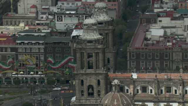 aerial view of the mexico city metropolitan cathedral in arms square, mexico city. - zocalo mexico city stock videos & royalty-free footage