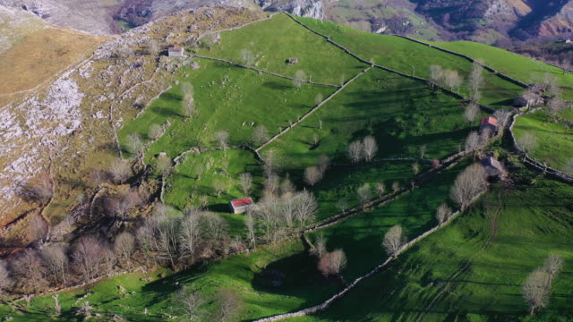 stockvideo's en b-roll-footage met aerial view of the miera river valley, landscape in winter, valleys pasiegos, cantabria, spain, europe - duurzaam toerisme