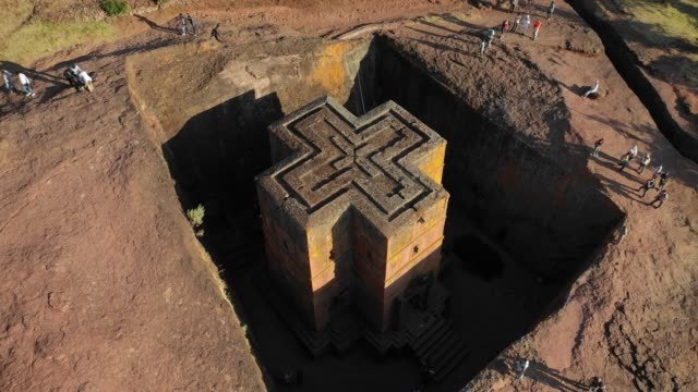 stockvideo's en b-roll-footage met aerial view of the monolithic rockcut church of saint george dated to the late 12th amhara region lalibela ethiopia on october 30 2018 in lalibela... - hoorn van afrika