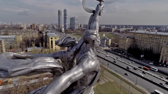 aerial view of the monument worker and kolkhoz woman on vdnh / russia, moscow - モスクワ市点の映像素材/bロール