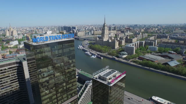 vidéos et rushes de aerial view of the moscow international business center / moscow, russia - lettre majuscule