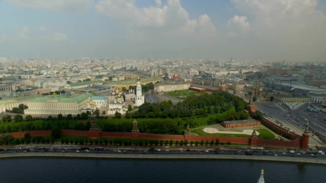aerial view of the moscow kremlin embankment, dormition cathedral and cathedral square, next to red square, along moskva river - river moscva stock videos & royalty-free footage