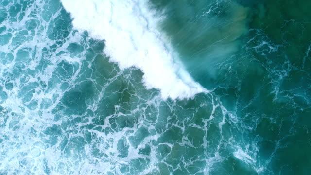 海の波の空撮 - 波点の映像素材/bロール