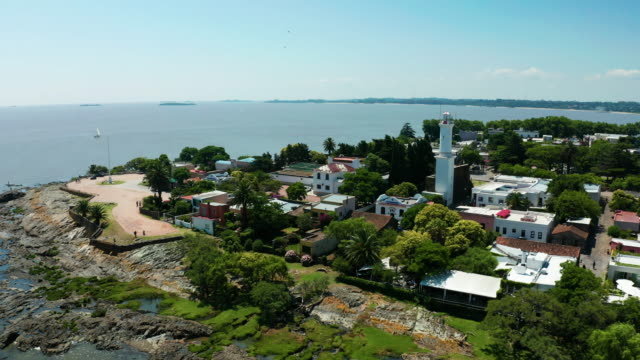 vídeos y material grabado en eventos de stock de aerial view of the old colonial city colonia del sacramento. uruguay - uruguay