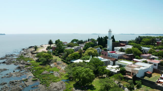 vídeos y material grabado en eventos de stock de aerial view of the old colonial city colonia del sacramento. uruguay - uruguay