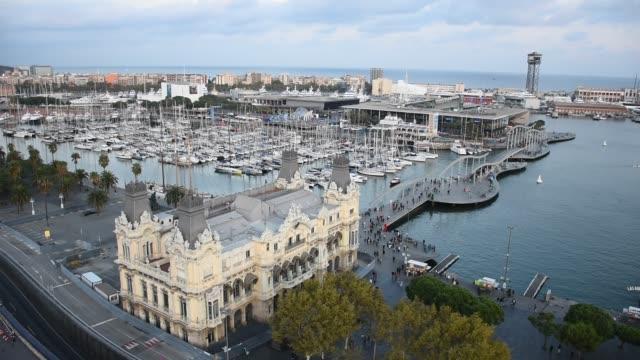 vídeos de stock e filmes b-roll de aerial view of the port of barcelona - porto de barcelona