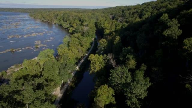 vídeos y material grabado en eventos de stock de vista aérea del río potomac y el c & o canal en maryland - río potomac