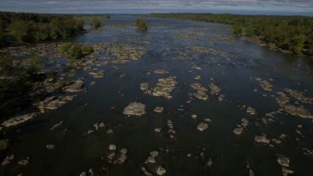 stockvideo's en b-roll-footage met luchtfoto van de potomac rivier in maryland - potomac rivier