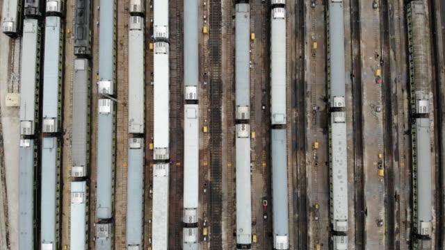 鉄道駅の航空写真(リアルタイム) - 操車場点の映像素材/bロール