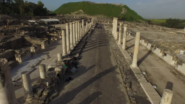 aerial view of the roman cardo in the ancient roman city beit she'an, israel. - israele video stock e b–roll