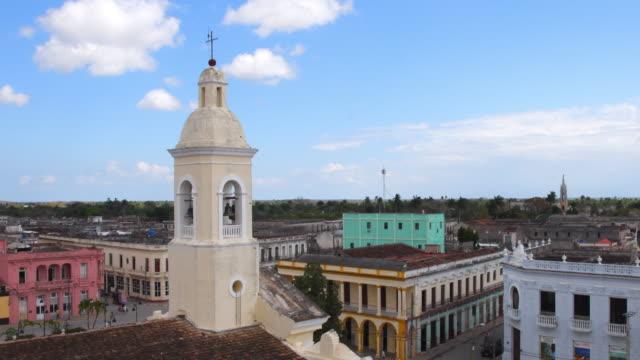 vídeos y material grabado en eventos de stock de aerial view of the sagua la grande church and city center, villa clara, cuba - monumento nacional