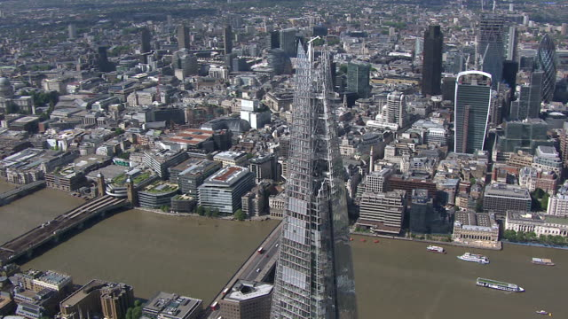 aerial view of the shard reflecting its surroundings - shard london bridge stock videos & royalty-free footage