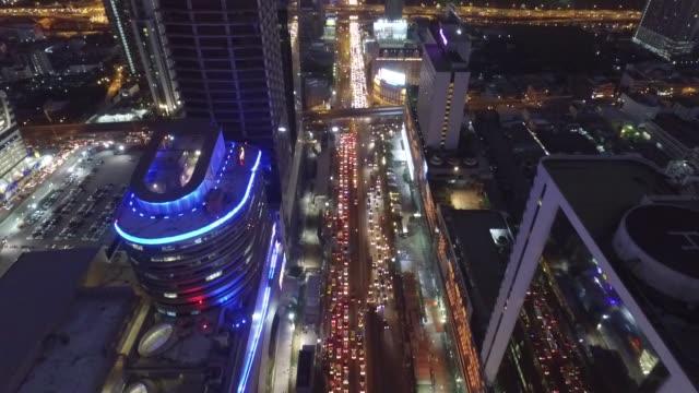 vidéos et rushes de aerial view of the sirat expressway,rama 9 junction and ratchadapisek road area during evening rush hour in bangkok, thailand. no audio - bangkok