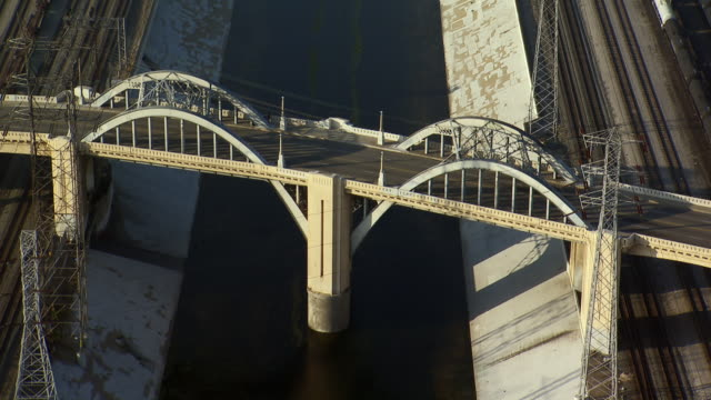 aerial view of the sixth street viaduct in los angeles. the iconic bridge, which spans the los angeles river, has made numerous onscreen appearances. demolition of the bridge is scheduled for 2015 due to irreparable structural problems. - 20世紀のスタイル点の映像素材/bロール