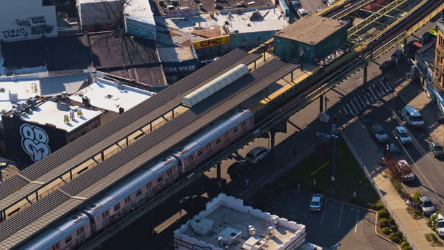 aerial view of the subway train passing on the elevated railroad in brooklyn, new york. 4k uhd b-roll footage with the static, then forward camera... - elevated train stock videos & royalty-free footage