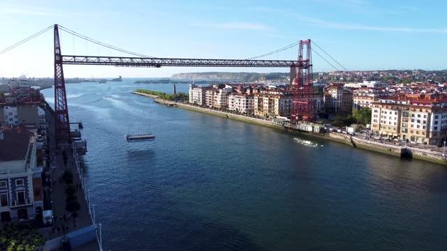 vídeos de stock e filmes b-roll de aerial view of the suspension bridge, vizcaya bridge in portugalete - ponte