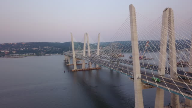 vídeos y material grabado en eventos de stock de aerial view of the tappan zee bridge - puente