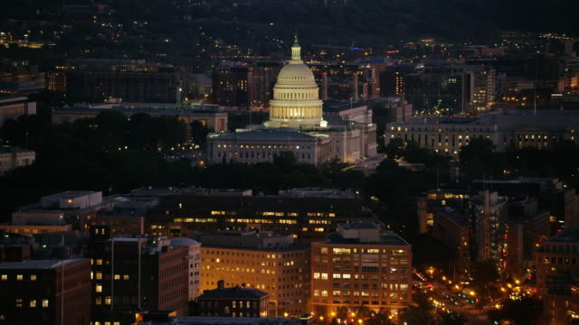 vídeos de stock e filmes b-roll de aerial view of the united states capitol, washington dc night - capitol hill